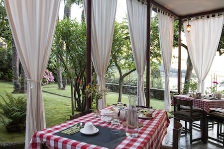 Superb lake view villa with B&B - Laglio - Bed & Breakfast
