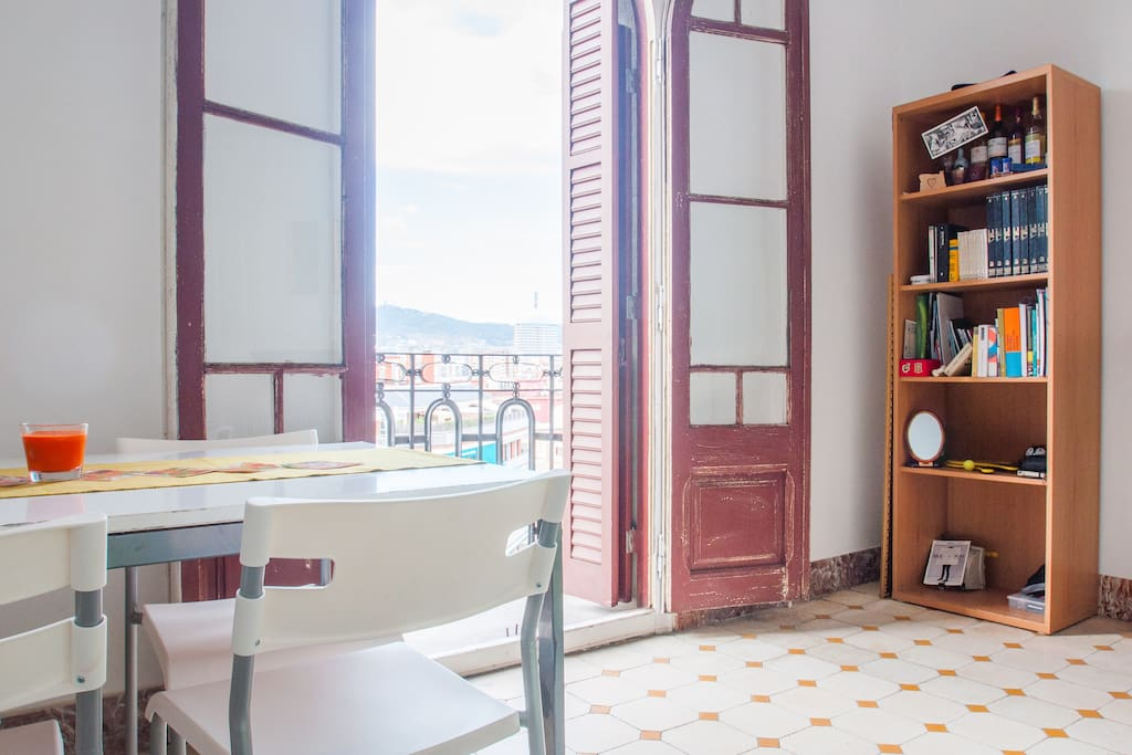 Dining area/balcony with great views of Collserola Mountains and Tibidabo