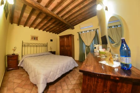 double room at the gates of Siena - Bed & Breakfast
