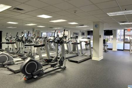 Private Rm- Great Location 24hr Security Pool& Gym - Philadelphia - Apartment