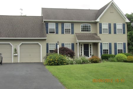 Beautiful home, quiet getaway - Kennett Square