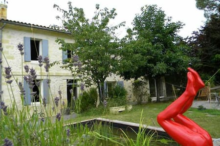 1 Chambre spacieuse sdb & piscine - Bed & Breakfast
