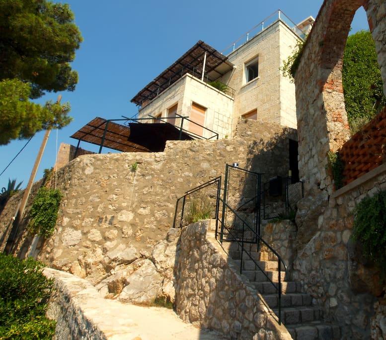 HOUSE RACIC - seaside promenade below property