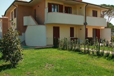 Appartamento con terrazza - Wohnung