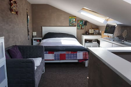 Quite and Safe 4 flour inner yard apartment between Guinness Factory and Liffey.Bright and Cosy Fast WI-FI Tv Hi-Fi  just to clarify you will have access to 2 x double beds and one 2m long double sofa bed which is situated in living room