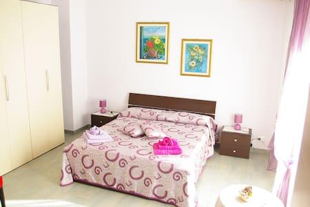 MATRIMONIALE CON BAGNO CONDIVISO - Vibo Marina - Bed & Breakfast