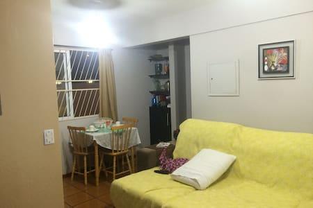 """Quarto em apartamen tipo """"flat"""", mobília, ar e tv. - Daire"""