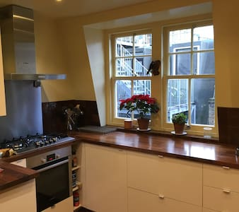 Sunny, family-friendly 3 bedroom flat In Soho - Appartamento