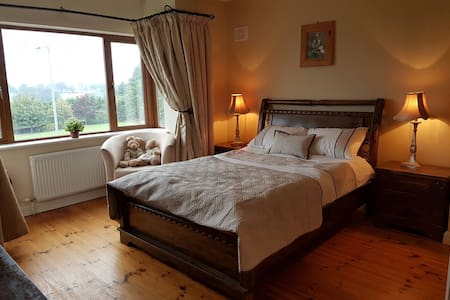4 bedroom House (Centrally Located) - Carrick-On-Shannon - House