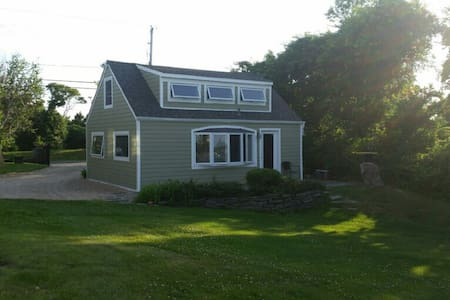 Waterfront 2 acre estate cottage - Loft