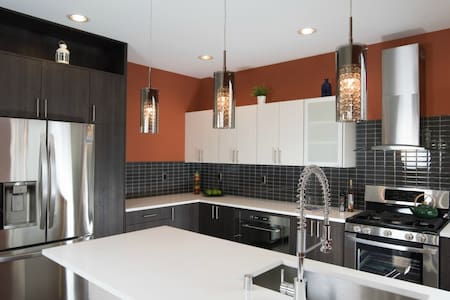 Built in 2015.  Convenient to City - 10 min to downtown by direct bus line on the corner!  Enjoy sunshine from lots of big windows. Private bathroom.