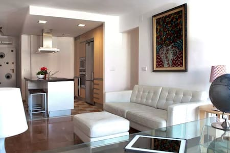 Single Bed in Sunny, Spacious Apartment - Cartagena