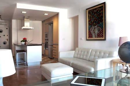 Single Bed in Sunny, Spacious Apartment - Cartagena - Leilighet
