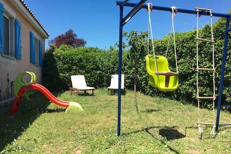 Villa avec piscine hors sol - Creissan
