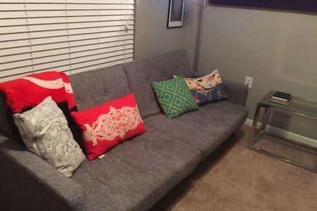 Cozy, Private Room Close to Everything! - Dallas - Condominium