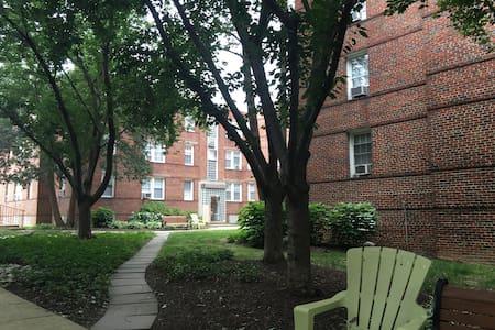 Charming Apartment in Glover Park - Washington - Apartment