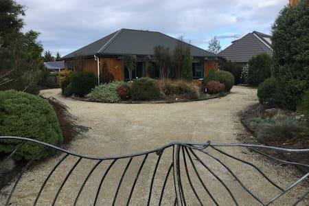 Cosy kiwi cottage - Hanmer Springs - Rumah
