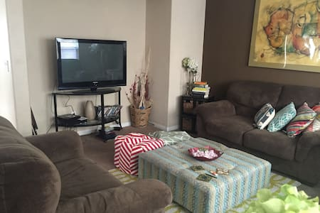 Cozy home with single bedroom available - Ház