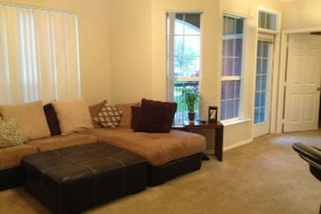Clean & Comfy Apartment w/ All Your Needs @ - Lakás