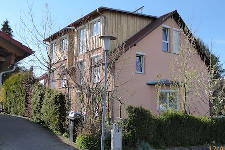 Helles Apartment 35 m² mit Balkon im Dachgeschoss - Pis