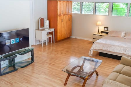 Spacious Studio w/ Private Entrance - Honolulu - Haus