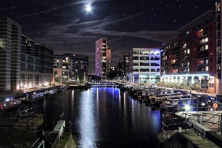 Stylish Leeds City Centre Apartment - Leeds - Apartment