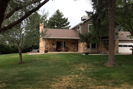 Centrally located 5acre home - Mead