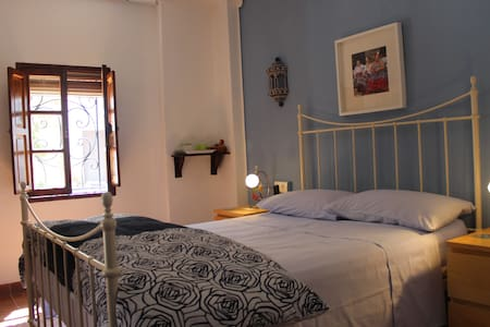 Casa La Nuez, 2 rooms with ensuite bathroom. - La Carrasca - Bed & Breakfast