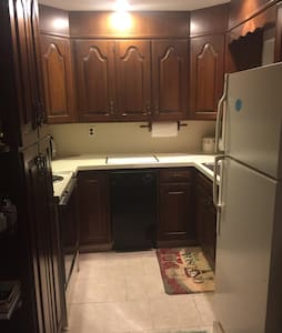 Quiet Apartment in private home. - Saddle River