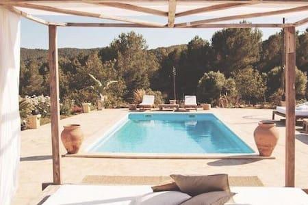 Private suite(Panorama)in Finca San Lorenzo up to2 - Santa Eulària des Riu - Bed & Breakfast