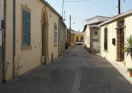 Cosy room in Old town Nicosia - 一軒家