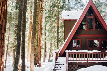 Modern Tahoe A-Frame - Rumah