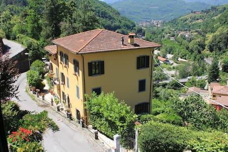 Toscana colline Lucchesi appartamento con piscina - Bagni di Lucca - Wohnung