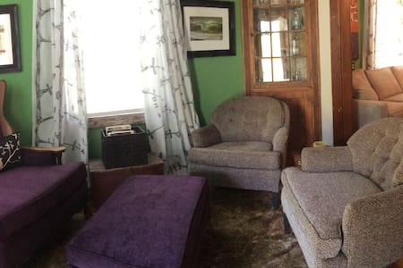 Cozy Cottage with Loft/Sleeps 6 - Brunswick - Ház