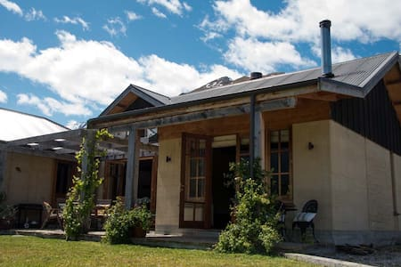 The Wilkin Room at WildEarthLodge - Makarora - Bed & Breakfast