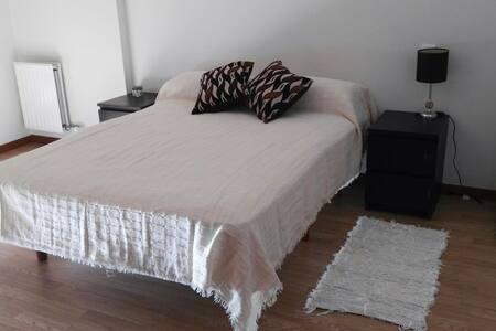 Amplia habitación nueva con baño - Santovenia de Pisuerga, Castilla y León, ES - Bed & Breakfast