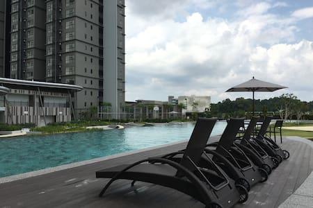 Hyve Suite, Cyberjaya - WiFi, Clean & Cosy - Apartment