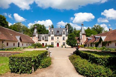 Sleep in a Loire Valley castle - Zamek