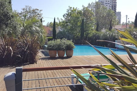 Luxury Garden Cascais - pool, garden and garage - Appartamento