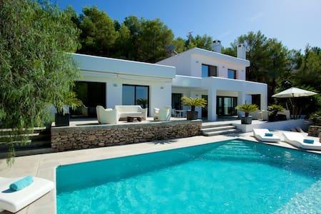 Villa near the best Ibiza beaches - Huvila