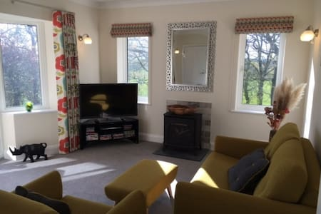 Newly Refurbished Ground Floor Apt.....Malvern - Malvern