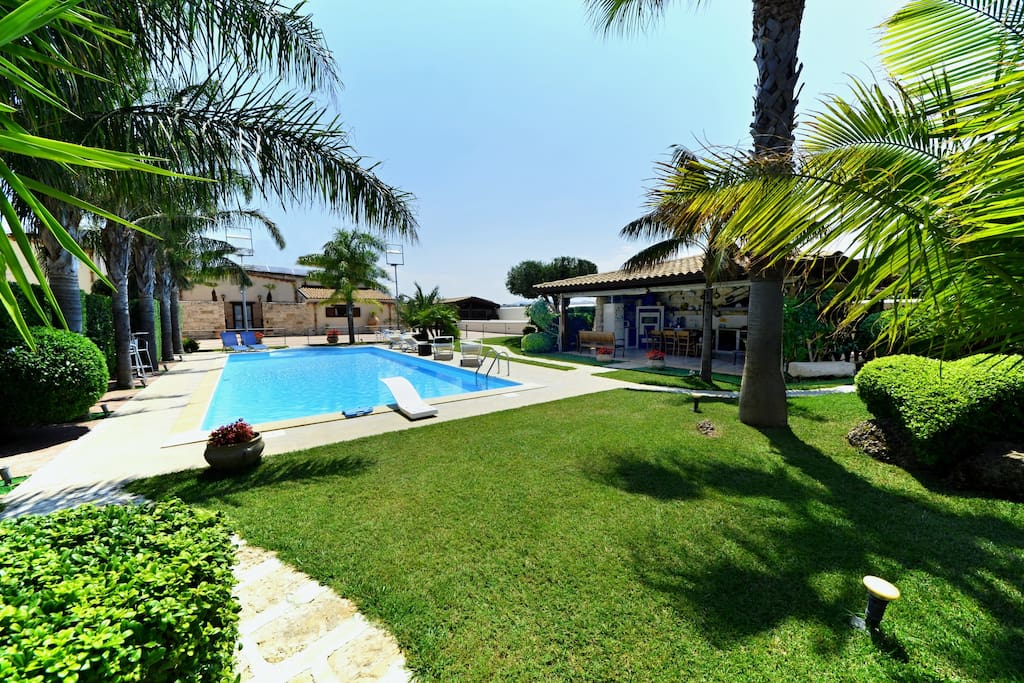 Villa palme with pool for 12 people   villas for rent in alcamo