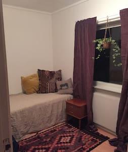 Cozy room in quiet part of Kirkenes center - Kirkenes - Dom
