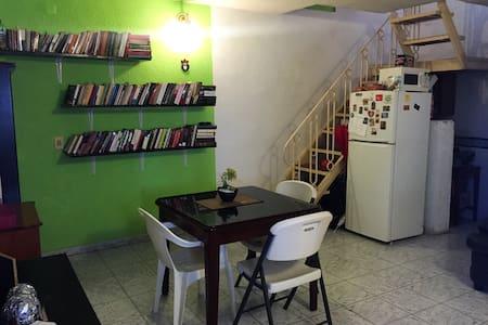Guest Room in Ciudad del Carmen - 아파트