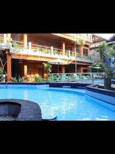 Lumbung Sari Beach Inn - Guesthouse