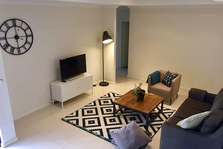 Lovely 3 bedroom villa - Westminster - Rumah