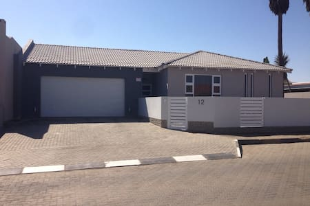 Luxury 3 Bed,Dbl garage,waterfront - Swakopmund