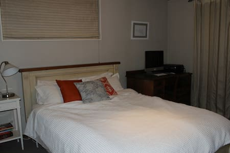 Sunny Frankton Cosy Room - Queenstown