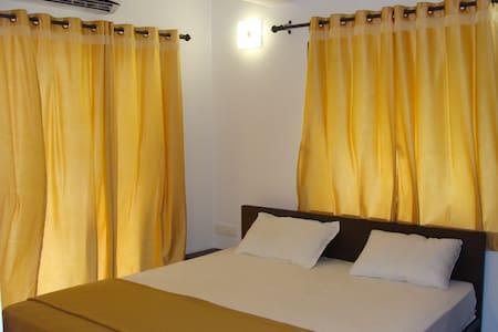 comfy 1 bhk Apartment - Apartament
