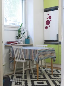 A colourful downtown hideaway - Appartement